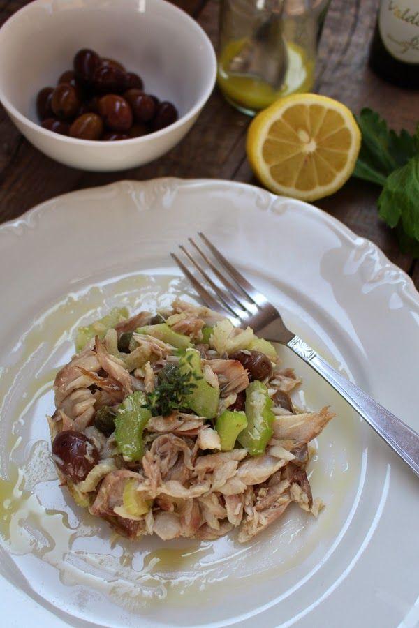 Insalatina di sgombro con sedano, capperi e olive