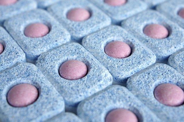 Le pastiglie per la lavastoviglie: così si fanno in casa. E si risparmiano molti soldi