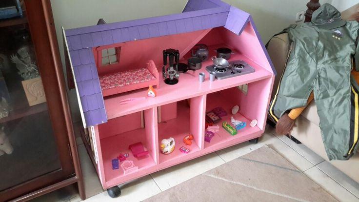 A biiiiig doll house..