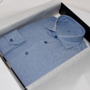 Chemise sur mesure business   chemise bas liquette  chemise bleue  chemise business  chemise col italien ouvert  chemise coton  chemise homme  chemise poignet simples  chemise sans gorge  chemise simple retors