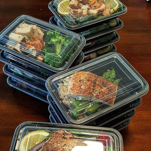 It's a beautiful sight when your meals are all stacked up like @rey_richards and you know the week ahead is going to move you forward. - Download @mealplanmagic to always be getting closer to where you want to be. The first step is defining your goals and having a meal plan that works for your body!