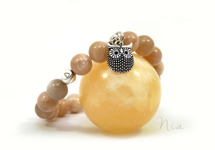 Peach moonstone gemstone bracelet with owl charm :) #nia #niaékszer #holdkő #baglyos