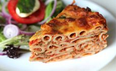Pasta bolognaise pie has all the traditional flavours of spaghetti bolognaise but in a pie form. This makes it perfect to slice for a light lunch.