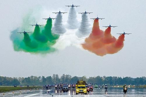 Giro D'Italia - Frecce Tricolore sul gruppo