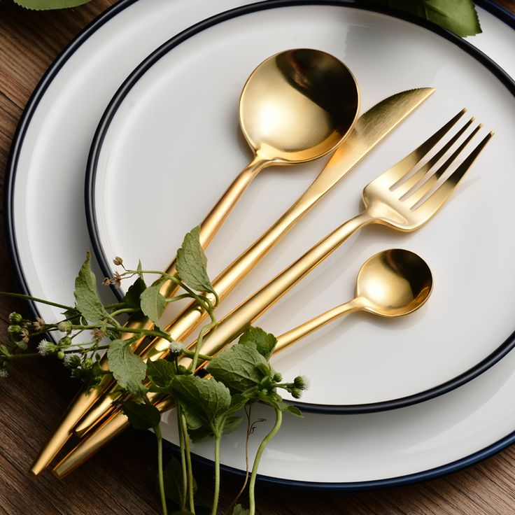 Gold cutlery hire. Create a contemporary table setting for your wedding & events with our range of gold cutlery for hire. Available in gold & rose gold.