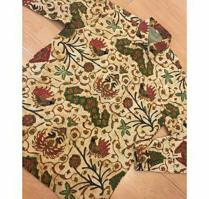 Ready To Wear Baju batik genes Kombinasi Tulis Size L Lengan Panjang Ling. Dada 112cm Panjang baju 73 Panjang lengan 60 Pakai Furing Free ongkir Seluruh Indonesia #bajubatik #kemejabatik #kemejabatikprialenganpanjang #batiksolo