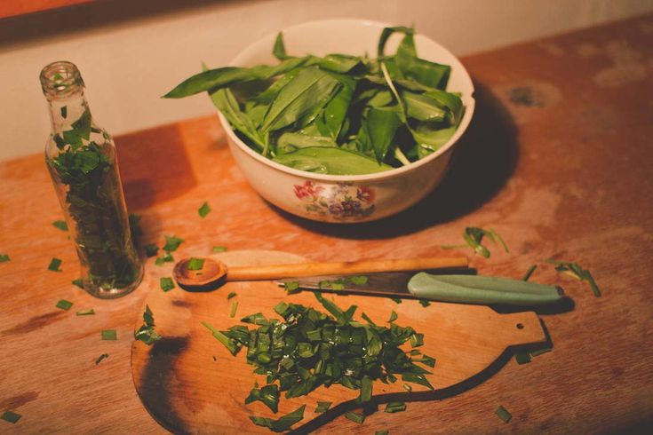 Chopping the leaves of wild garlic