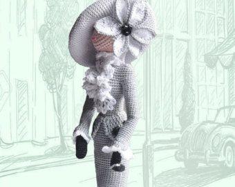 Elegante Kunst schicke Puppe im retro-Stil. Dame mit Pelzmuff Ich gehäkelt es Eco-freundlich-Baumwoll-Garn. Muff gestrickt aus Mohair. Diese Sammler Puppe wird schmücken jedes Interieur, Rais ein Lächeln und der Aufmerksamkeit. Es kann selbst stehen. Beste Geschenk für Mama und Mädchen Höhe 12 Zoll (30cm)