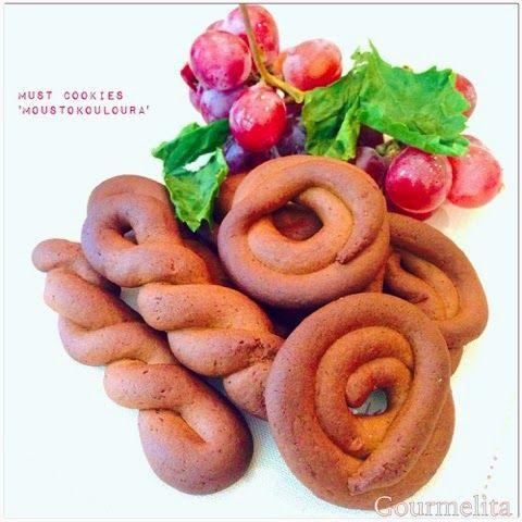 Gourmelita: Must Cookies or 'Moustokouloura'