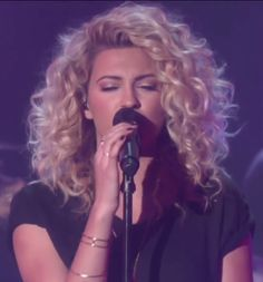 Tori Kelly on The Ellen Show -- curly hair envy #hairstyle