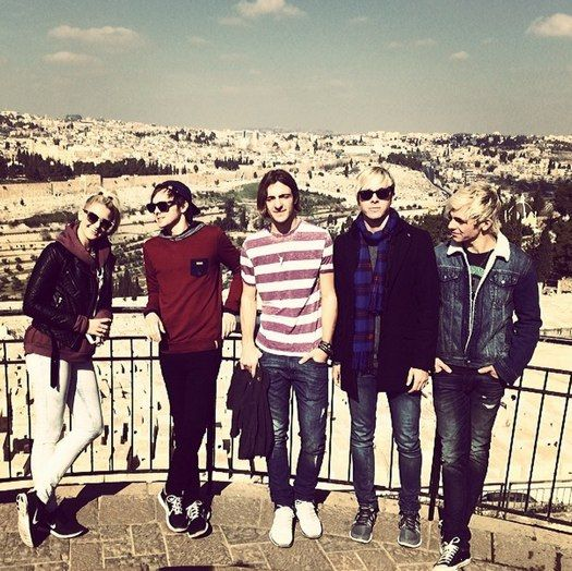 Ross Lynch and R5 share photos from their Louder tour!