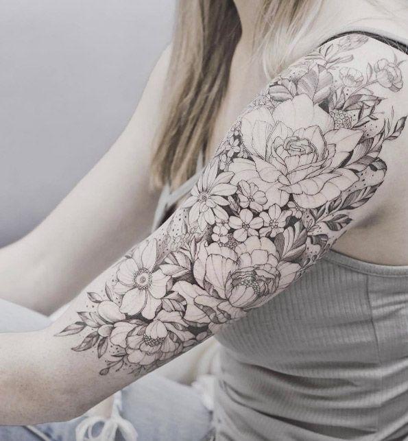 Blumen tattoo oberarm