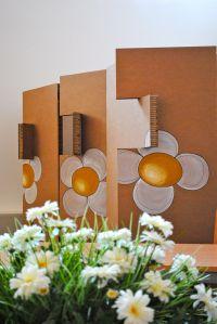 Biombos de cartón con logo de Init, encargados por CIEM Zaragoza.