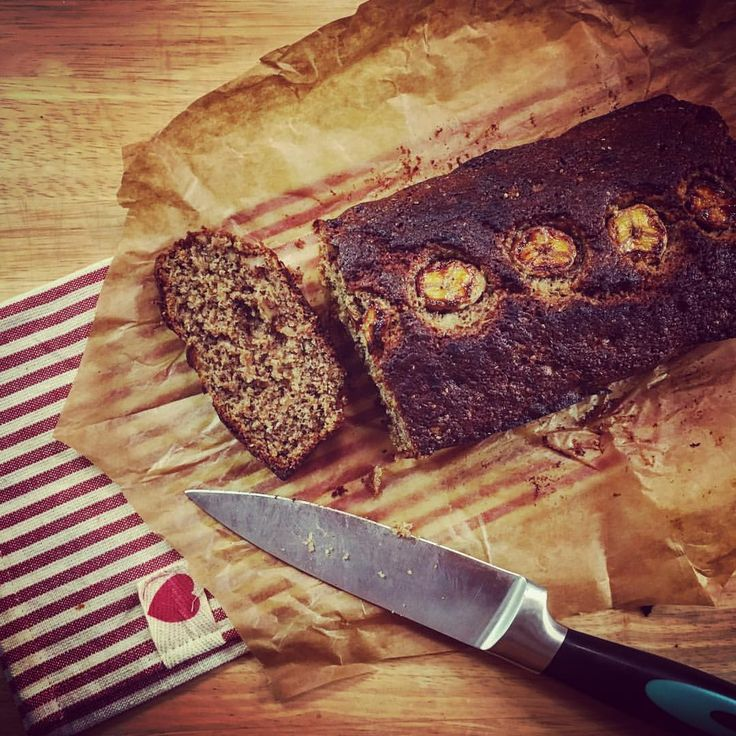 🍌🍞Banana Bread with chia seeds and walnuts... trying some #healthybaking a la @fearnecotton ...And…""