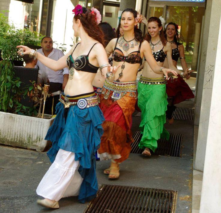 danza nella città : Solstizio Urbano 21 giugno portiamo la danza nella città ! #solstizio #urbano #spettacolo #danzadelventre