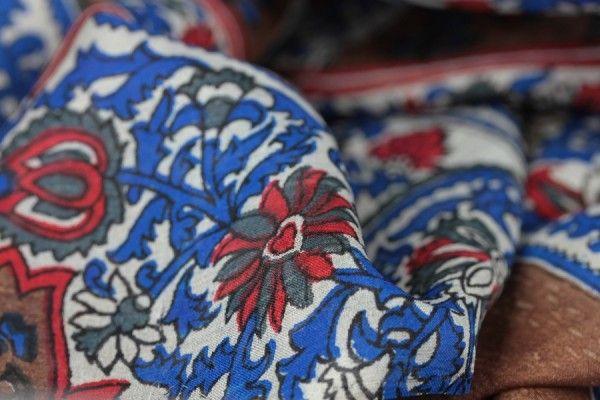Carré en soie Katmandou- foulard indien d'inde en soie, foulard carré, foulard en soie - Indian silk square scarf - indian fashion - mode indienne chez princessefoulard.com