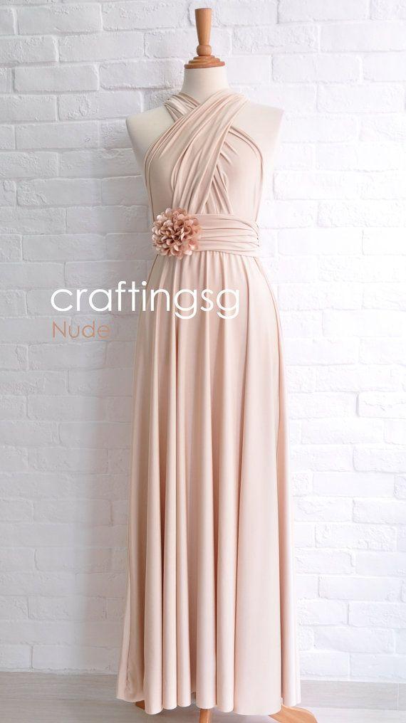 Brautjungfer Kleid Infinity Kleid nackt Stock von thepeppystudio