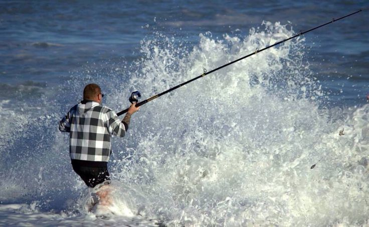 Crazy waves fishing at Whangaimoana by Lisa