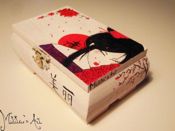 Japanese hand painted boxes series / Geisha Box by MatitasArt