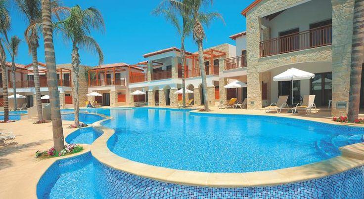 Hotel Olympic Bay pool.