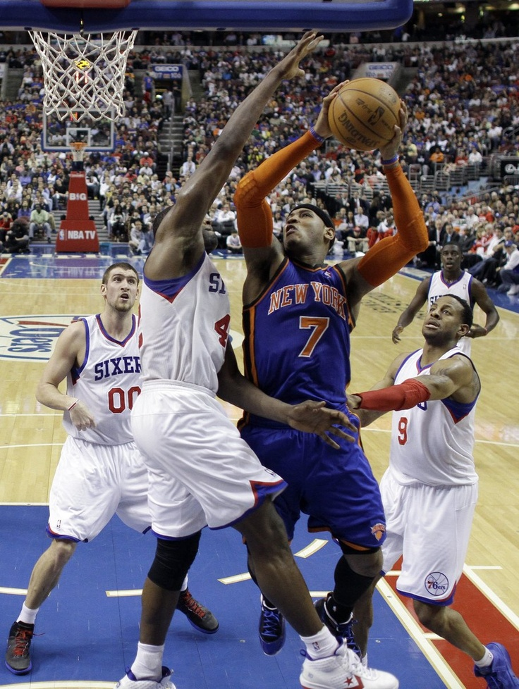 New York Knicks' Carmelo Anthony (7) shoots between Philadelphia 76ers'  Elton Brand