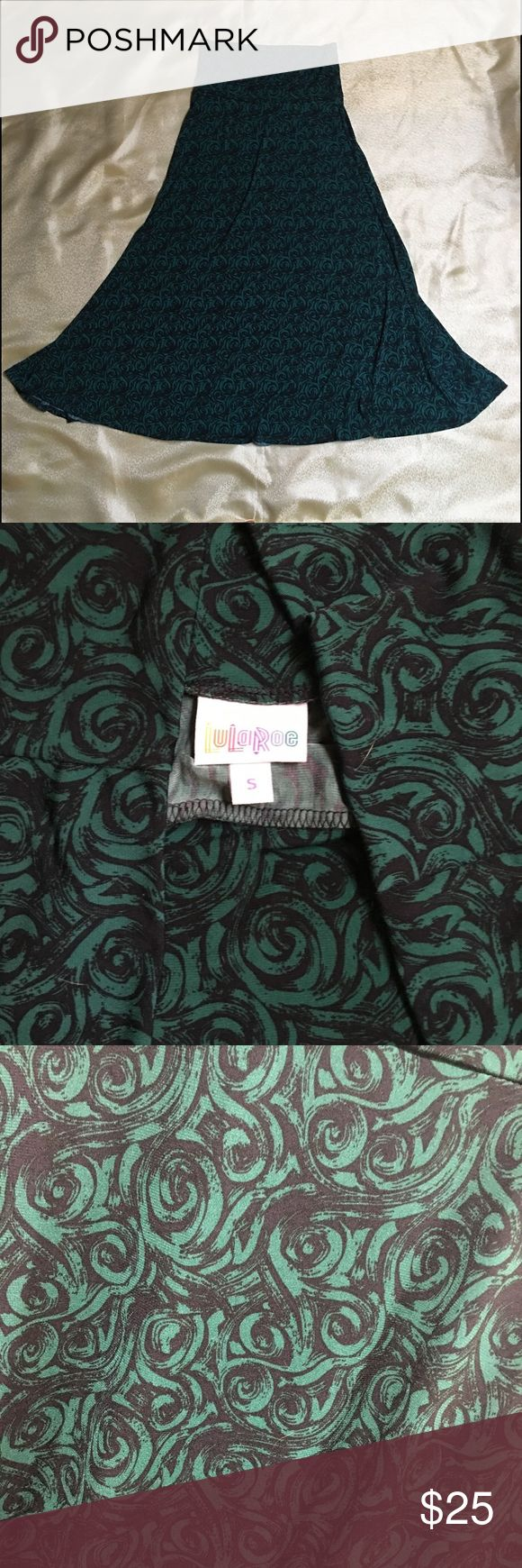 Lularoe green rosebud pattern maxi skirt - Size S Flowing green Lularoe Maxi Skirt. Beautiful emerald green pattern! Preloved but in excellent condition with no visible flaws. Comes from a smoke free home. Small fits a size 6-8 according to LR size chart, but I'm a 4/6 and it fit great too! LuLaRoe Skirts Maxi