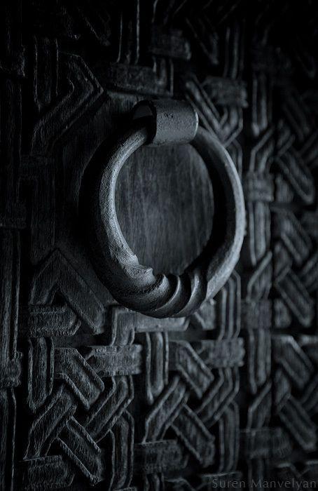 BLACK SHADOW - DOOR KNOCKER