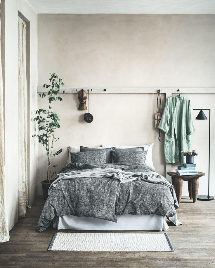 Forvandl dit soveværelse til hjemmets ultimative velværerum med enkle møbler, fine accessories og tekstiler i douche nuancer, der inviterer til ro og afslapning. Og det behøver ikke koste en formue. Se bare her.