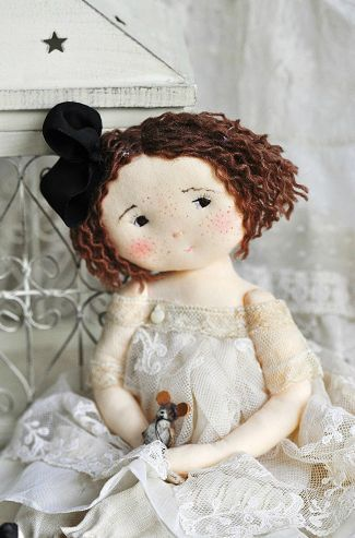 paysdemerveille.canalblog ** I absolutely love this doll's face!
