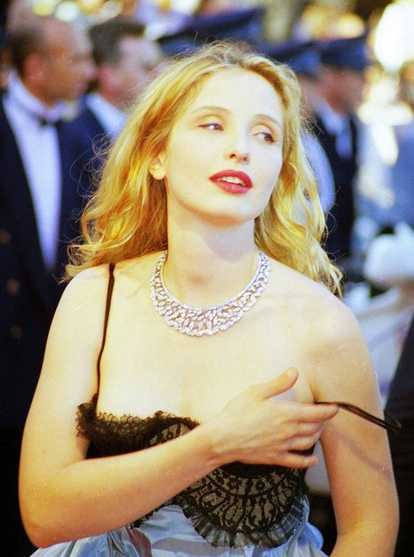 Julie Delpy's red lips and flowing curls make for a dreamy, effortless beauty look