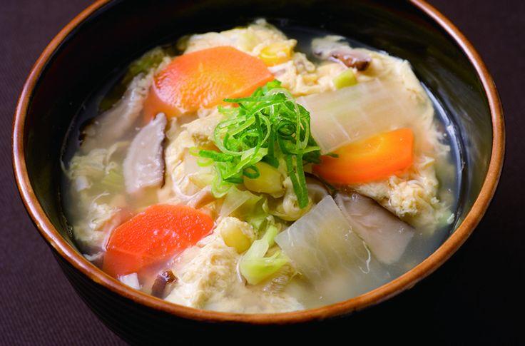 """Japanese Black Beef Grill """"Hishimekiya""""(心斋桥店)  全部雅间!大阪天满的人气烤肉店「犇屋」在心斋桥登场! 追求最美味的肉,从全国各地精选购入整头牛! 以合理的价格提供美味和牛烤肉。 「犇」是汉字牛的集合。 店名的含义是以合理价格提供真正美味的和牛,聚集很多的客人。 因为买整头牛,所以稀少的部位也可以以合理的价格提供。 切肉的刀功影响肉的味道和柔韧,由熟练的专业厨师根据肉质一枚枚仔细切开。  提示K-CARD优惠10% ※不可以和其他优惠券一起使用  #osaka #cafe #umeda #kcard #japan #followme #japanesefood #kita #shinsaibashi #minami #namba #kyoto#steak #meat"""