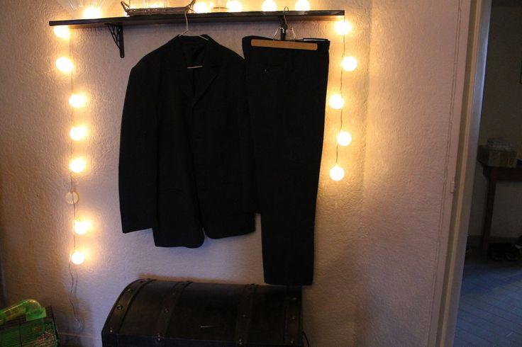 Costume pantalon et veste homme noir fines rayures blanches en 42