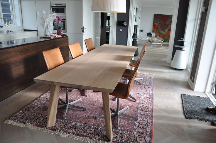 Stable table designed by Henrik Bønnelykke. http://www.kjeldtoft.com/