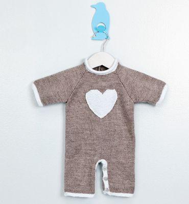 Modèle combinaison motif coeur bébé
