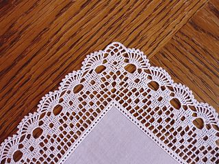 Handkerchief / hanky with filet edging pattern by Doris Weide