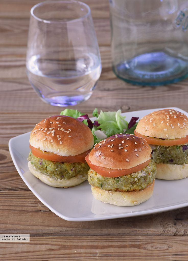 Te explicamos paso a paso, de manera sencilla, la elaboración de la receta de mini hamburguesas de aguacate y quinoa. Ingredientes, tiempo de elaboración
