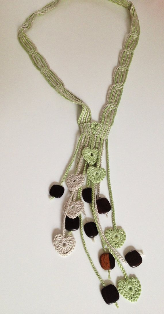 Green hearts beaded crochet necklace por GabyCrochetCrafts en Etsy