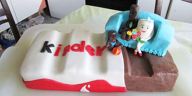"""Kinder-Riegel-Torte Gericht: Fondanttorten, Motivtorten Anlass: Kindergeburtstag Besonderheit: mit Marken-Süßigkeiten Garzeit: 1 Stunde 45 Minuten Arbeitszeit: 4 Stunden Portionen: 35 Portionen Hier ein Rezept für eine wundervolle Kinder-Riegel-Torte von: """"Britta im Backwahn"""", das ein wenig aufwändig ist, jedoch wahnsinnig gut bei Kindern ankommt! Britta hat sich mit dieser Torte einen Gastartikel bei mir gesichert 😉 Drucken …"""