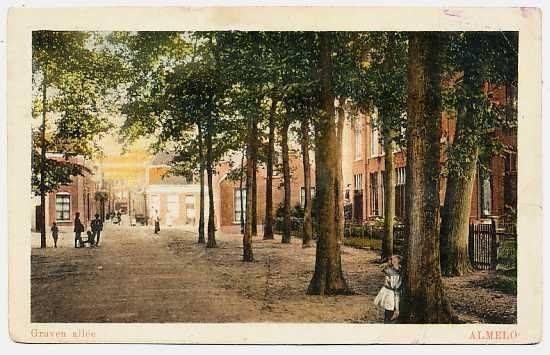 Laatste stukje Gravenallee voordat deze over gaat in de Doelenstraat en rechts af Molenstraat. 1905