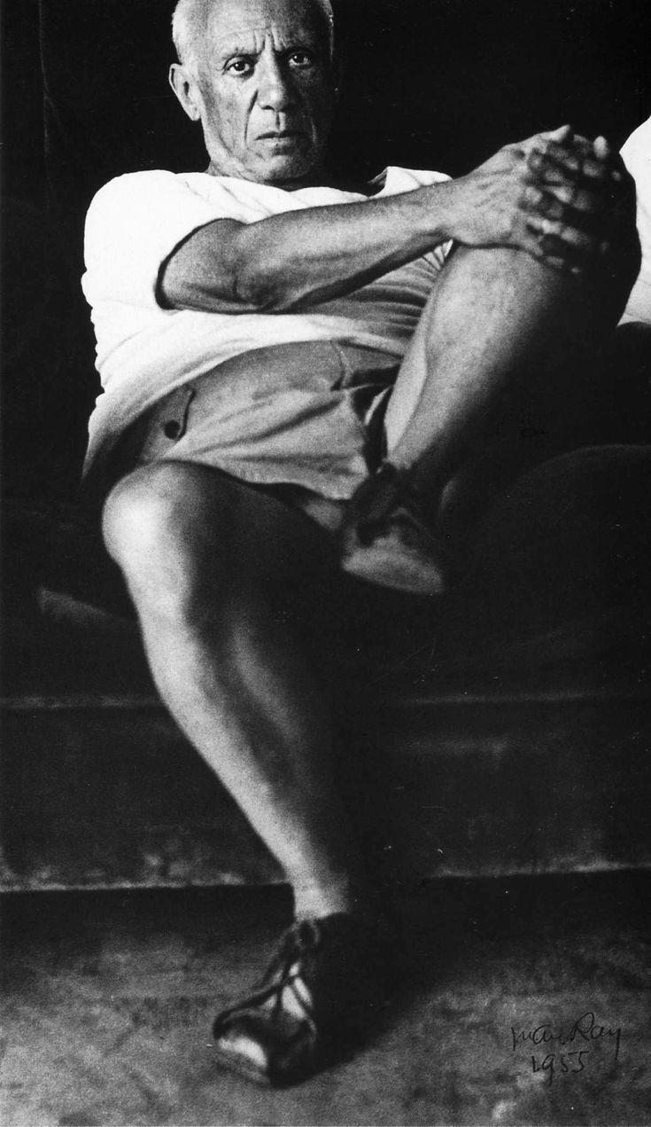 Man Ray: Pablo Picasso, 1955 | Pablo Ruiz Picasso, né à Malaga, Espagne, le 25 octobre 1881 et mort le 8 avril 1973 à Mougins, France, est un peintre, dessinateur et sculpteur espagnol ayant passé l'essentiel de sa vie en France. Wikipédia