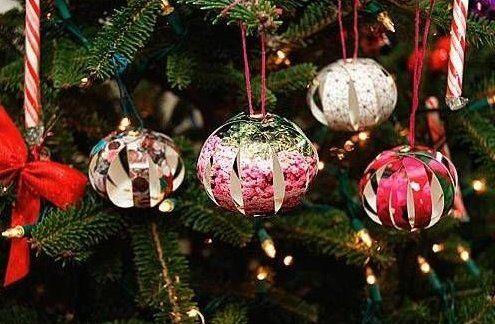 Hij+snijdt+een+foto+in+stroken.+Wat+hij+daarmee+maakt+is+echt+perfect+voor+kerstmis!
