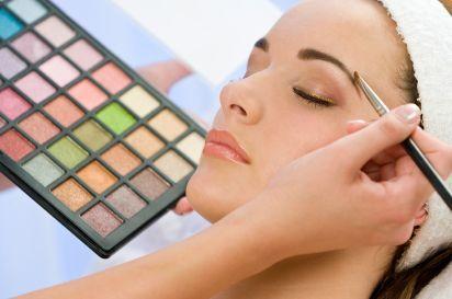 Make Up Yang Tepat Untuk Wajah Berjerawat