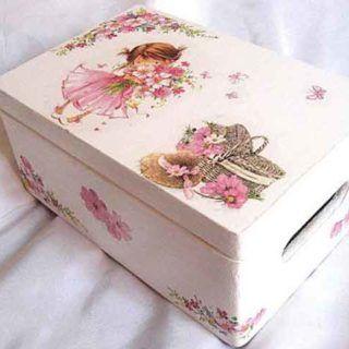 Fetita cu buchet de flori, cos cu flori si palarie, cutie lemn