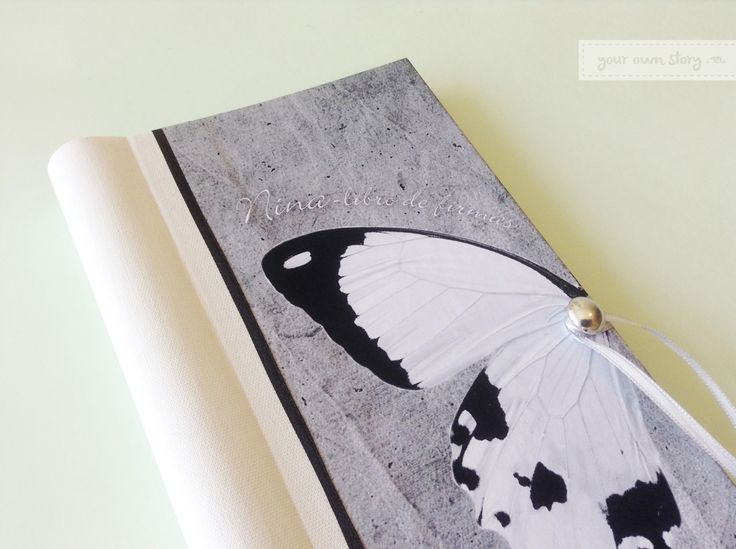 Tapa del Libro de Firmas para el cumpleaños de 15 de Nina. Ella nos pidió que fuera en blanco, negro y tonos de gris para combinarlo con la ambientación del salón. También lo diseñamos con su idea de incluir la mitad de una mariposa.   Decinos cuál es la idea para hacer el tuyo en http://www.milibrodefirmas.com/#!contacto/c24vq
