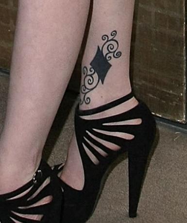 """How I Met Your Mother"" star Alyson Hannigan's feet tattoos"