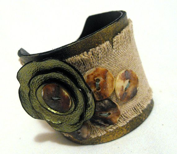 Leather and linen bracelet Green and beige color by julishland,