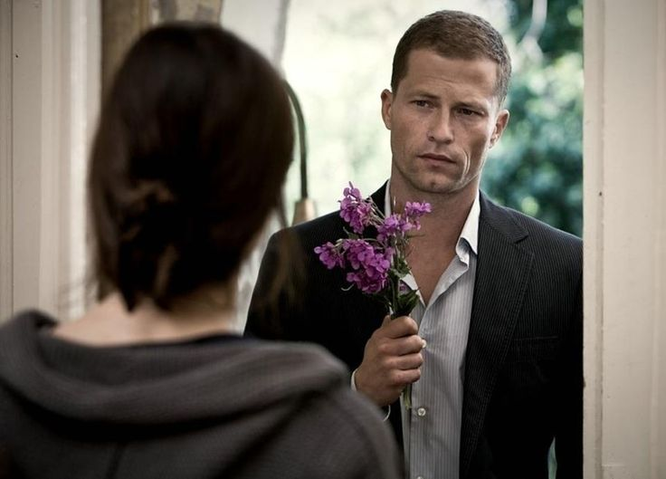 В Петербурге приставы приманили должника букетом роз