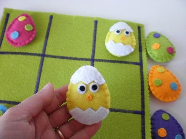 Tenho andado a trabalhar em novas versões do meu Jogo do Galo!  Hoje apresento-vos um inspirado na Páscoa com ovinhos e pintainhos....