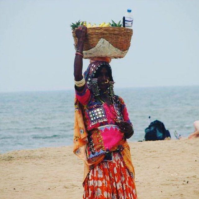 Throwback Thursday! #india #beachlife #throwbackthursday #throwback #sea #beachseller #kovalam #southwestindia #kerala #lighthousebeach #hawahbeach #fishermenvillage #asian #yoga #travel #travelphotography #travelgram #takemeback #picoftheday http://tipsrazzi.com/ipost/1507201071184824572/?code=BTqp2OFD0j8