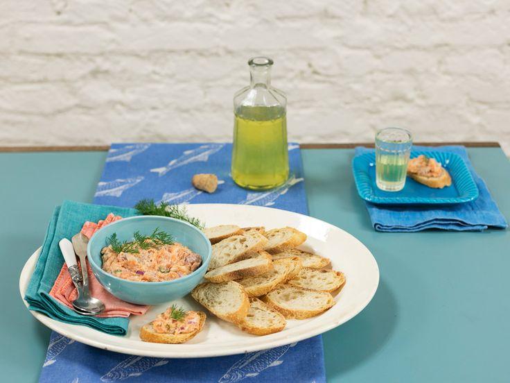 Tartar de salmão   Receita Panelinha: Um filé de salmão vira entrada para 4 pessoas. Rápido de preparar, impressiona que é uma beleza. A única regra da receita é: o peixe tem que ser fresco!